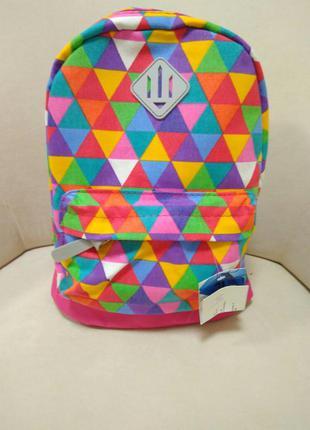 Яркий разноцветный рюкзак в геометрический рисунок