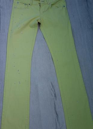 Стильные хлопковые фирменные джинсы