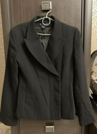 Теплые костюмы юбки и пиджаки