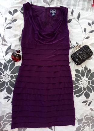 Фиолетовое платье рюшами