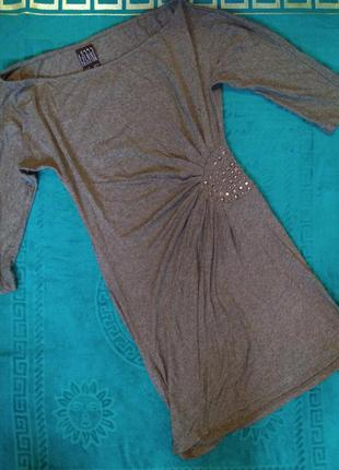 Короткое платье или туника с металлической фурнитурой