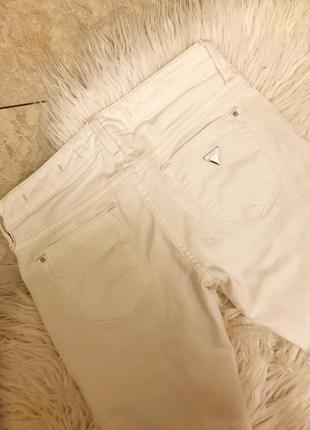 Джинсы guess белые с дырами скини брюки штаны