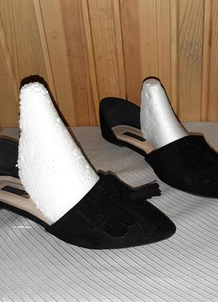 Чёрные балетки лодочки с бахромой и кисточками