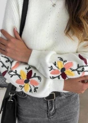 Стильные теплые женские свитера с вышивкой на рукава-разные цвета