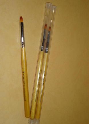 Кисть для геля, овальная с деревянной ручкой