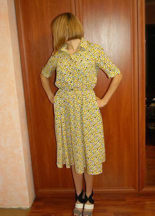 Брендовое платье миди в желто-белые цветы с воротником musthave