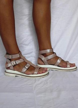 Кожаные розовые сандалии