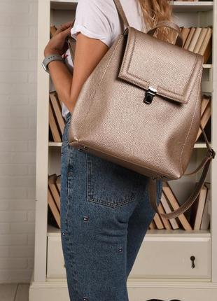 Сумка-рюкзак женский из искусственной кожи золотистого цвета