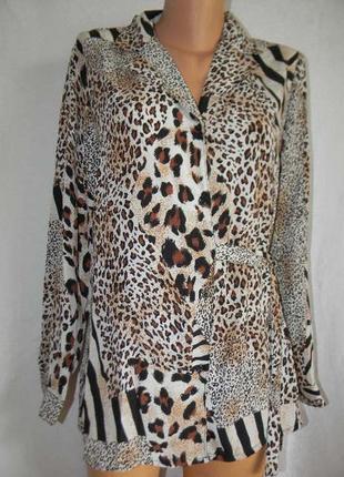 Новая блуза с актуальным принтом