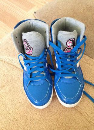 Скидка !!!!!суперские кроссовки adidas originals .новые.оригинал.25,7 см