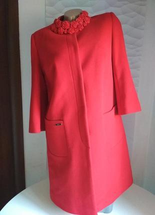 Красивое женское пальто красное1 фото