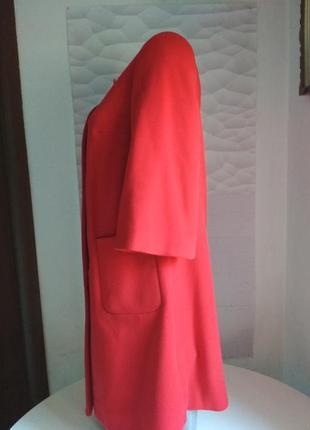 Красивое женское пальто красное10 фото