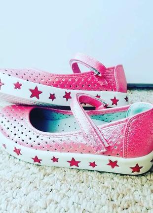 Спортивные туфельки девочкам