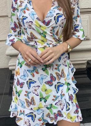Платье на запах с бабочками