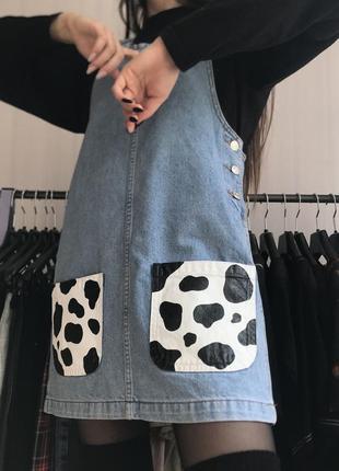 Джинсовый сарафан с карманами коровий принт
