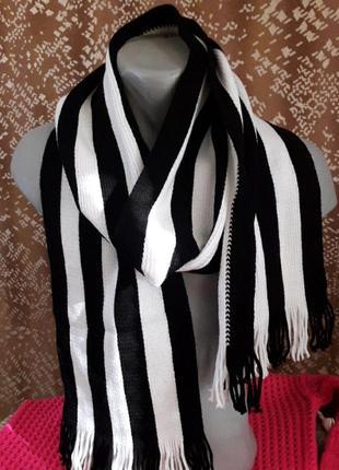 Абсолютно новый стильный шарф