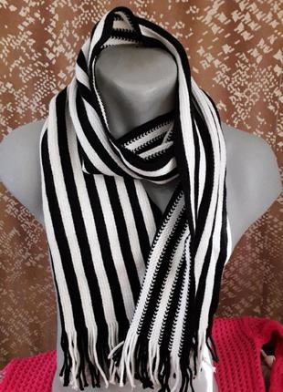 Классический стиль  ,тёплый шарф