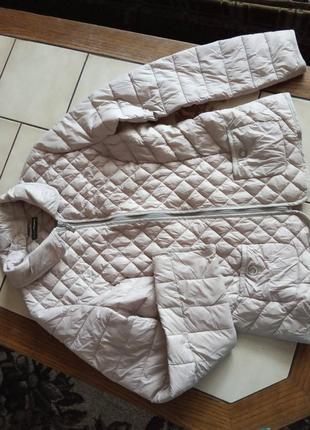 Легкая,но тёплая курточка,новая, ориентировочно на 46размер