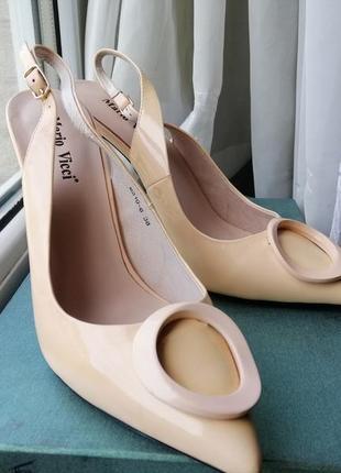 Туфли бежевые на каблуке лодочки