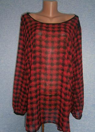 Блузка свободного кроя красная в черную клетку размер 24(52)