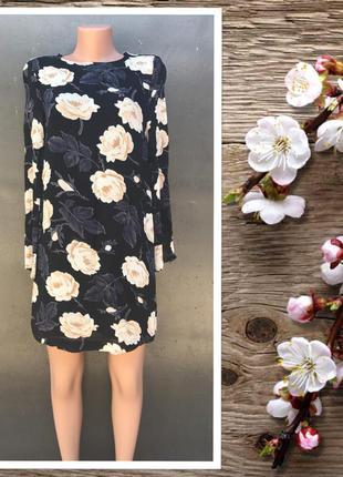 Красивое платье с принтом белые розы.100%viscose georgette.состояние нового!