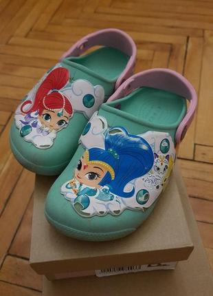 Crocs shimmer shine