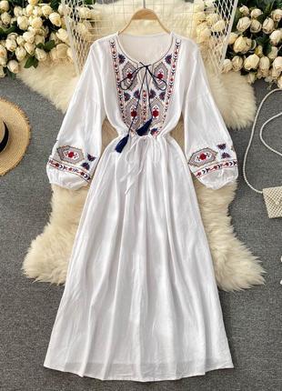 Белая хлопковая вышиванка-платье в пол, длинное платье-сорочка в орнамент и вышивку
