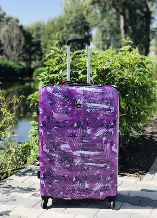 Пластиковый чемодан большой с рисунком на 4 колесах  фиолетовый