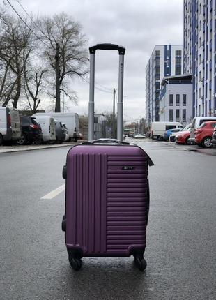 Чемодан из пластика маленький для ручной клади 4-х сьемных колесах фиолетовый