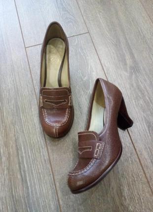 Туфли коричневые кожаные с отстрочкой удобный каблук