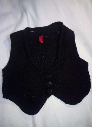Вязанная жилетка (полуобхват груди 45 см)