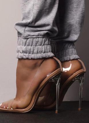 Эффектные прозрачные туфли