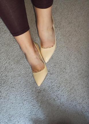 Нюдовые туфли лодочки 37 дефект