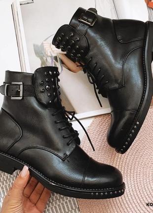 Чёрные крутые ботинки