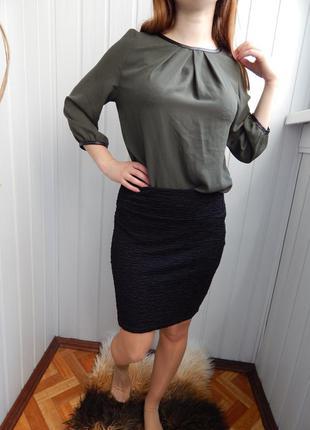 Черная юбка в рубчик