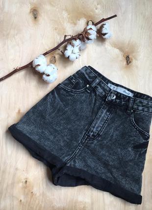 Стильные джинсовые шорты, талия завышена