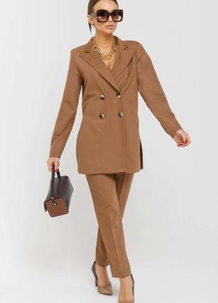 Женский коричневый брючный деловой костюм с двубортным жакетом (ко 3420 rmmr)