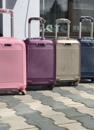 Распродажа: пластиковый чемодан на 4-х колесах качественный s ручная кладь синий