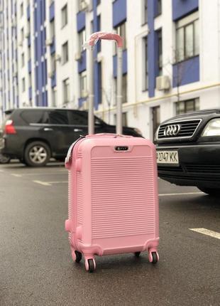 Распродажа: пластиковый чемодан на 4-х колесах качественный s ручная кладь розовый