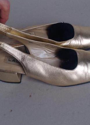 Винтажные золотистые кожанные туфли