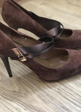 Новые кожаные туфли. кожаные лодочки