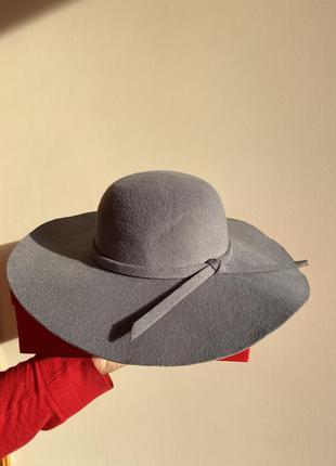 Сірий капелюх