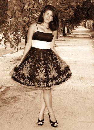 Шикарне пишне плаття на випускний