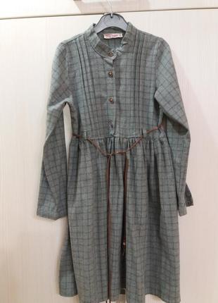 Сіра сукня в клітинку
