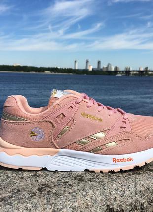Кроссовки розовые персиковые пудра reebok