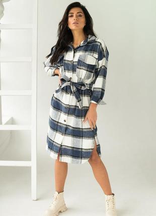 Длинное платье-рубашка с поясом в клетку