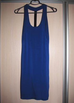 Синее прямое платье с красивой спинкой
