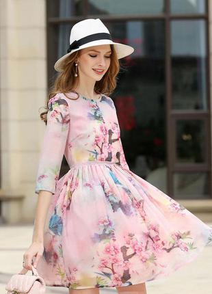 Красивое розовое платье!