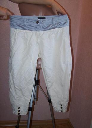 Красивые светлые укороченые джинсы