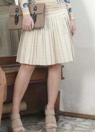 Светло бежевая юбка в складку